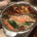 老虎荘 - 魚と野菜の2色の火鍋