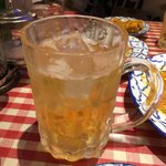 サイアム オーキッド - タイボール  柑橘系の香りがするタイのウィスキーを炭酸で割っています