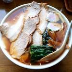 栄楽 - 料理写真:栄楽@つくば チャーシューワンタンメン(800円)