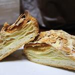ケイユー - アーモンドホワイトチョコの断面