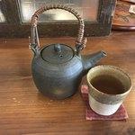 お八つとお茶 いろは - ほうじ茶500円(税込) ※デザートとセットで900円(税込) ※ポットサービス