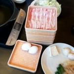 しゃぶ葉 - お肉(豚バラ)と野菜たち(すき鍋用の卵)