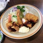 とんかつオゼキ本店 - カニクリームコロッケ、エビフライ、白身魚