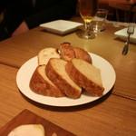 84585719 - 自家製パンとバケット