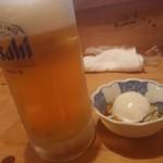 しみきん - 生ビール、お通しは温玉