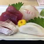いたこ丸 - 刺身4点盛り(生マグロ、鯛、生タコ、ハナダイ 酢〆 )
