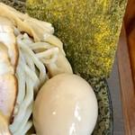 つけ麺 弥七  - 味玉と海苔【料理】