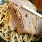 つけ麺 弥七  - チャーシューリフト【料理】