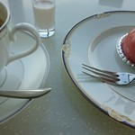 鳥羽国際ホテル カフェ&ラウンジ - ムースチェリーとホットコーヒー