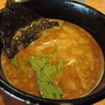 二代目 麺やケイジロウ - 厚みがある、整った旨味の鶏白湯スープ。鰹系の華やかな和出汁の香り。  豊かな香りの醤油が、味を引き締める。