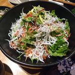 魚 きんめ - しらすと桜海老の和シーザーサラダ 880円