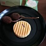 鼓月 - 料理写真:姫千寿せんべい(有機抹茶)