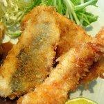 cafe&地魚料理 山源 - カレーは普通のカレーで、それにシーフードのフライがついてきました