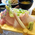 雪月花 - 造り膳のお魚(一部)