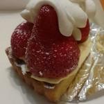 パティシェ ジュン ホンマ - デラックスタルト イチゴが^^