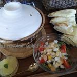 ジャママート コーヒー - 土鍋に入ったスープカレーセットをチーズナンで