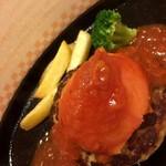 ヴィクトリア ステーション - トマトチーズインハンバーグ749円+サラダバーセット430円