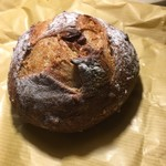 84610898 - ゴルゴンゾーラとクルミのパン