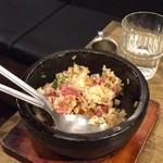 USHIHACHI - フォアグラと低温調理肉のゴロゴロ石焼ガーリックライス(二人前)
