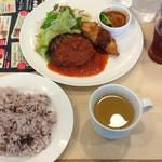 ジョナサン - 日替り定食、ハンバーグトマトソースと白身魚フライ