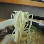 麺匠 いち武 - 麺は細麺ストレート麺、加水率は中高級。