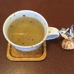 """ジャム cafe 可鈴 - 食後のドリンク(ハーブティーの""""クーリー"""")とサービス菓子"""