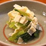 蕎麦 ろうじな - 生ゆば と 青菜 のお浸し