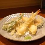 蕎麦 ろうじな - 海老と旬野菜の天ぷら  (海老、椎茸、蓮根、インゲン、南瓜、芋、舞茸、そら豆)
