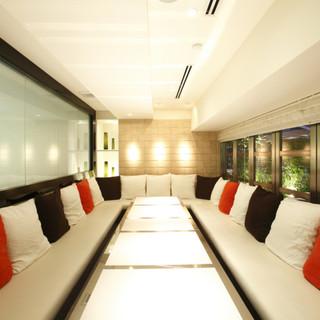 白を基調とした完全個室は、女子会、ママ会、卒園会にぴったり。