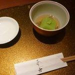野菜割烹 あき吉 - 先付:うすい豆腐  秋田県産蓴菜 山葵