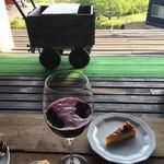 休暇小屋 - ワインジュースとパンプキンチーズケーキ