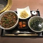 焼肉 福々 - 牛肉丼(1000円)