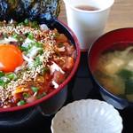 丸五水産 - マグロユッケ丼