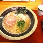 あずみ - 魚介とんこつラーメン550円。550円とは思えないアピアランス!