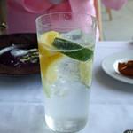 モルソー - ホワイトラムとレモンとライムのカクテル