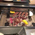 やきにく日和 - 炭火で焼きます
