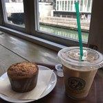 ホノルル コーヒー 道頓堀店 - わっちはアイスラテとバナナマフィン♪