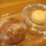 ビストロアム - 自家製全粒粉のパン レモンバター