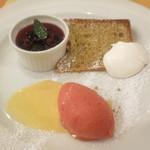 ル・レモア - ラズベリーのアイスクリーム 紅茶のシフォンケーキ プリンのラズベリー乗せ