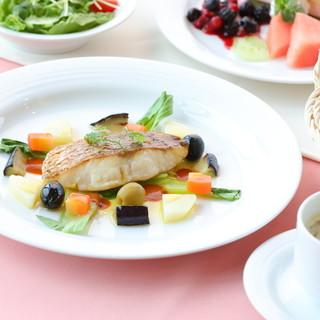 お魚料理は、香ばしいソテー仕立てでご提供
