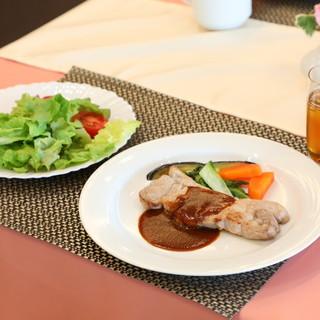 【各メディアで掲載】霧島高原黒豚のステーキがおすすめ