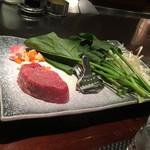 ステーキハウスハマ - 焼ける前の肉たち