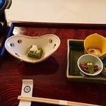 旅館花屋 - 先付け   蓮豆腐&旬菜盛合せ