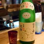 目黒日本酒バル いと。スタンド - 麓井 純米本辛 圓(まどか)@500円+税