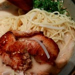 あまのじゃく - チャーシューと麺