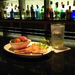Bar Tsuki-yomi - 料理写真:自家製ピクルスとピザ
