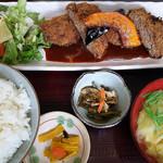 味亭花の家 - メンチカツ定食