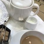 84657367 - 紅茶はポットでの提供。