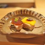 寿しの吉乃 - 奈良漬とマンゴーを乗せたあん肝。