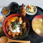 84658664 - 金ケ崎産長芋金精と国産若鶏のトロロ丼700円